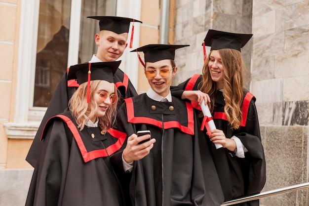 Счастливые выпускники Бесплатные Фотографии