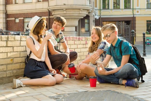 Happy teenage friends having fun Premium Photo