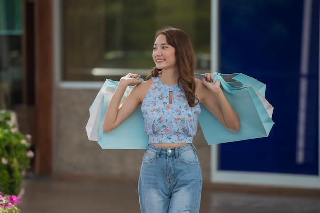 Happy time to shopping concept Premium Photo