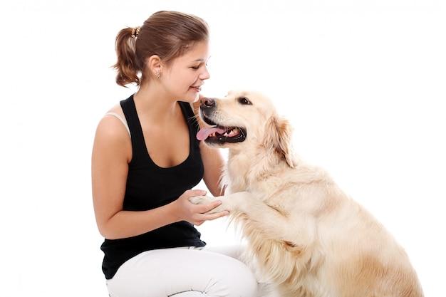 Счастливая женщина и ее красивая собака Бесплатные Фотографии