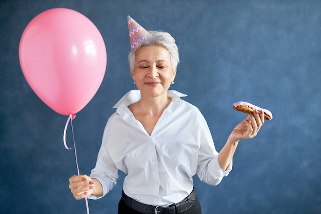 Happy woman celebrate her birthday. Free Photo