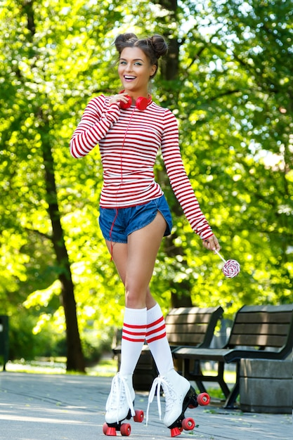 Happy woman on the roller-skate Premium Photo