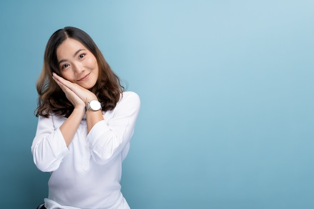 Happy woman thinking and standing Premium Photo