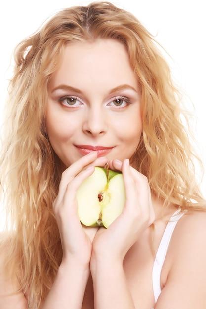 青リンゴは、白い背景で隔離の幸せな女 Premium写真