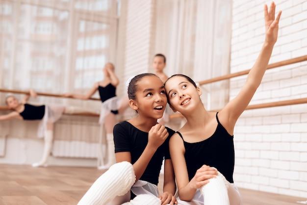 Happy young ballerinas mixed race and caucasian. Premium Photo