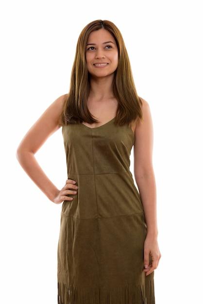 Счастливая молодая красивая женщина улыбается и позирует Premium Фотографии
