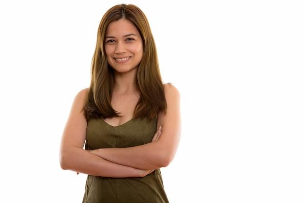 Счастливая молодая красивая женщина улыбается со скрещенными руками Premium Фотографии