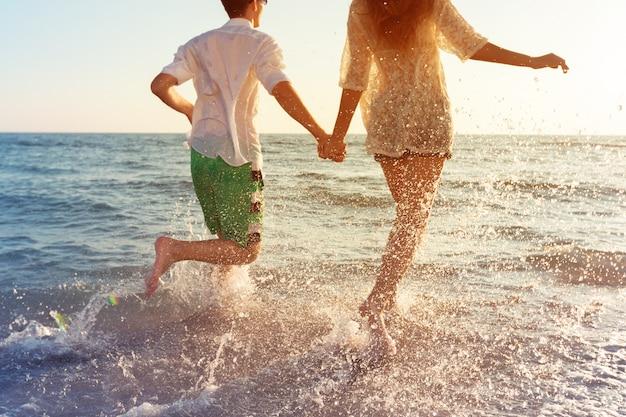 Happy young couple enjoying the sea Premium Photo