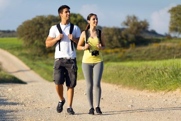 7 codziennych czynności, które zdradzają cechy drugiej osoby. Rozgryziesz swojego rozmówcę!