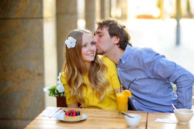 Happy young couple in the outdoor cafe Premium Photo