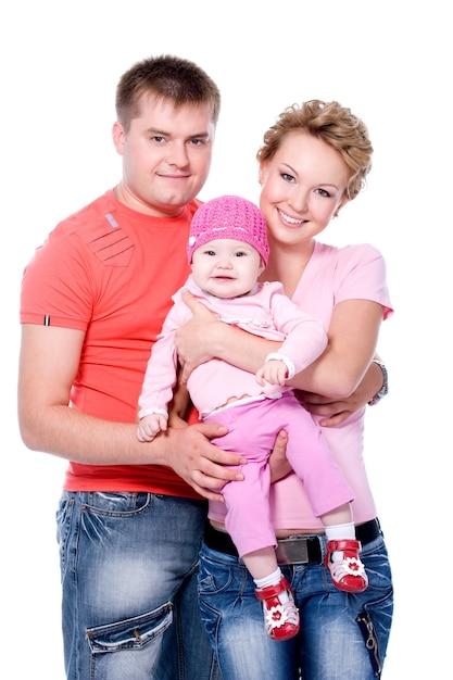 Счастливая молодая семья с красивым ребенком на Бесплатные Фотографии