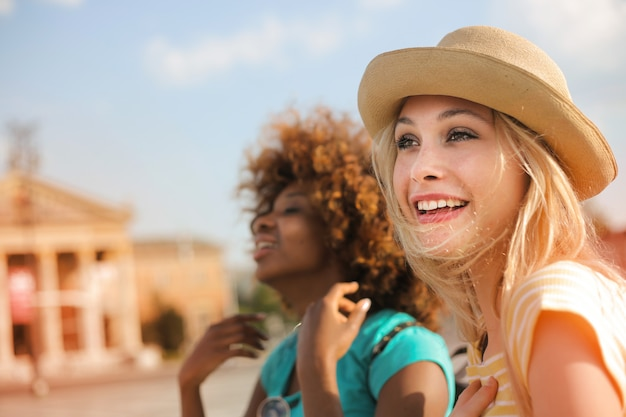 Happy young friends on a vacation Premium Photo