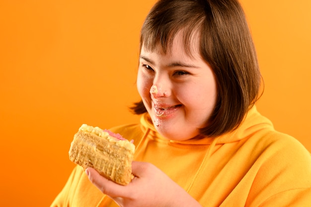 Happy young girl eating delicious cake Free Photo