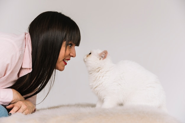 Happy young girl posing with her cat Free Photo