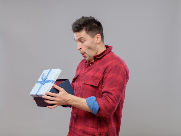 Happy young man with a gift Premium Photo