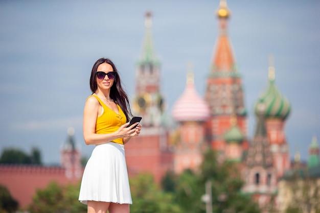 Happy young urban woman in european city. Premium Photo