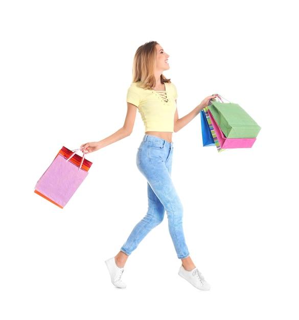 흰색 바탕에 쇼핑백과 행복 한 젊은 여자 프리미엄 사진