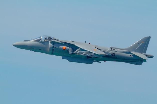 Harrier plus plane Premium Photo
