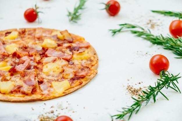 Hawaiian pizza Free Photo