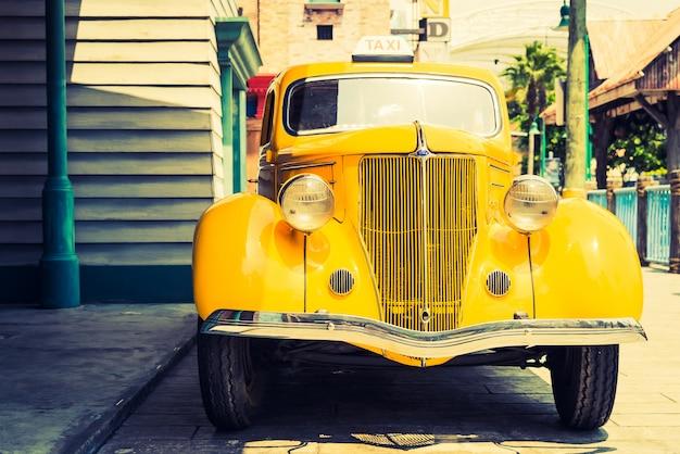 Headlight lamp of vintage classic car Free Photo