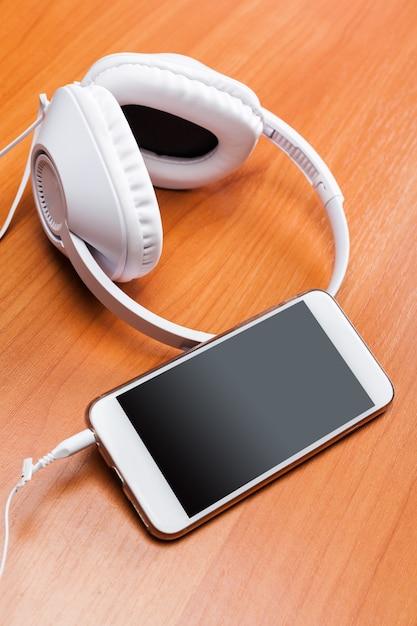 Headphones on wooden background Premium Photo