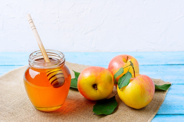 Heallthy eating concept with honey and fresh apples Premium Photo