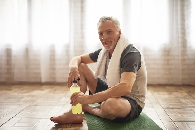 Healthy active grandpa happy sportsman with towel. Premium Photo