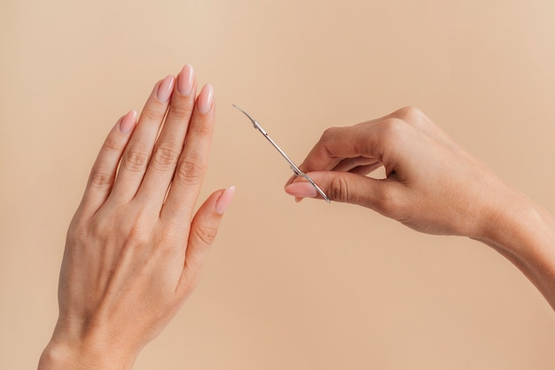 Vista frontale sana bella manicure Foto Gratuite