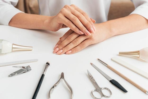 Bella manicure e strumenti sani Foto Gratuite