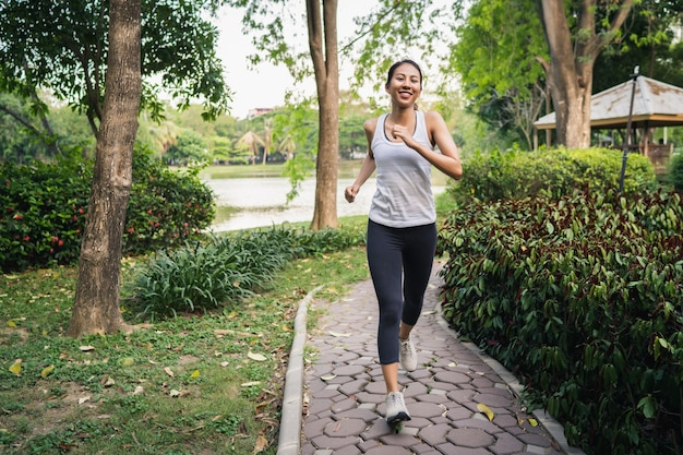 Healthy beautiful young asian runner woman in sports clothing running and jogging Free Photo