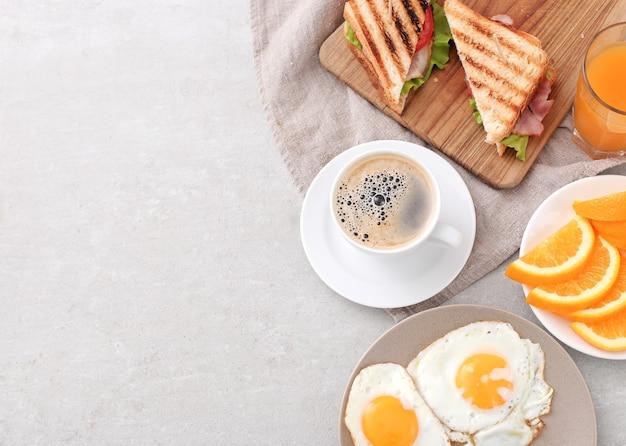 Здоровый завтрак на столе Бесплатные Фотографии