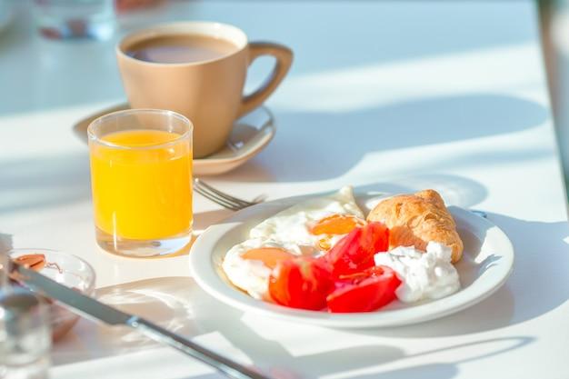 Healthy breakfast in outdoor cafe Premium Photo