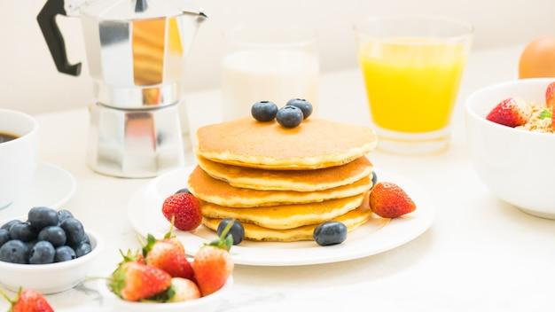 Healthy breakfast set Free Photo