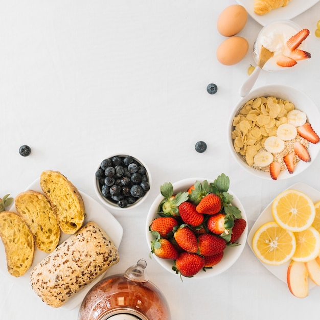 Healthy breakfast with fruits on white background Free Photo