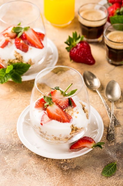 Healthy breakfast with granola and berries Premium Photo