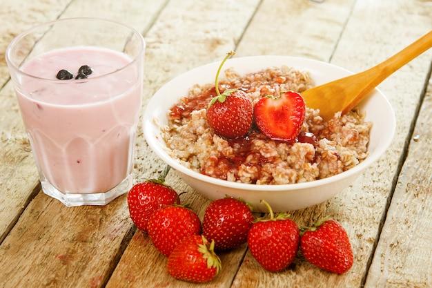 Healthy breakfast on wooden table Premium Photo