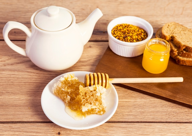 Healthy breakfast on wooden table Free Photo