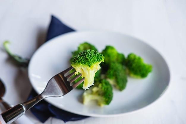 プレートに健康的なブロッコリー Premium写真