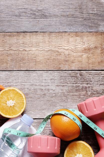 果物と水で健康的な組成 無料写真