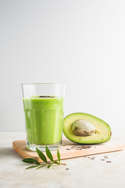 Healthy and delicious green smoothie Free Photo