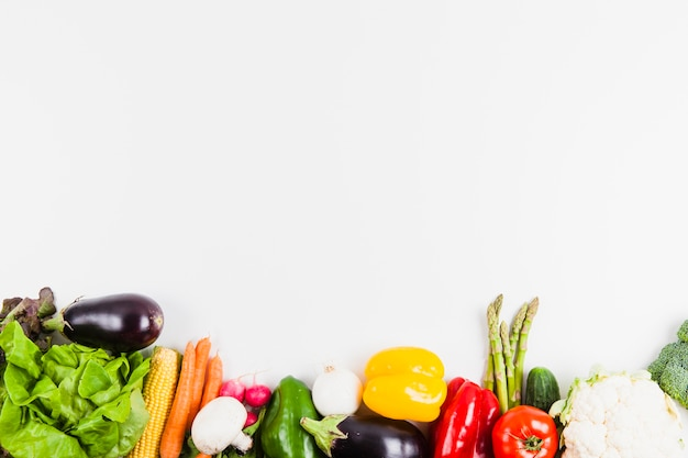 Концепция здорового питания с овощами и пространством сверху Бесплатные Фотографии