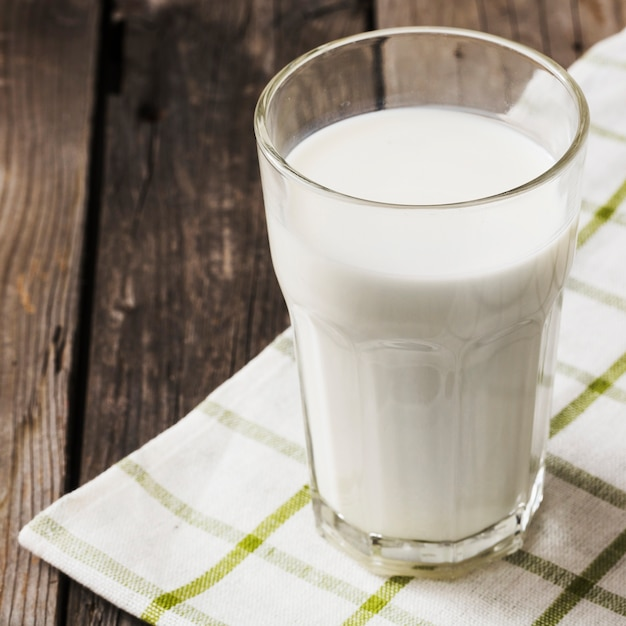 Healthy glass of milk on white napkin over the wooden table Free Photo