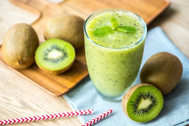 Healthy kiwi smoothie summer recipe 53876 18239