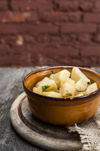 Концепция здорового питания с картофельным салатом Бесплатные Фотографии