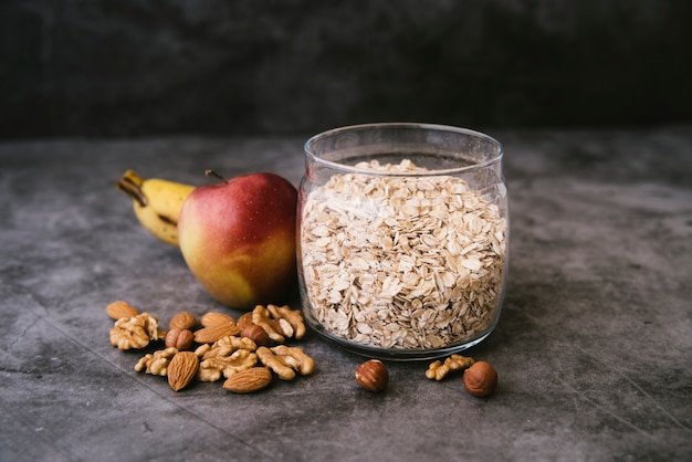 Healthy oats and fruit breakfast Free Photo