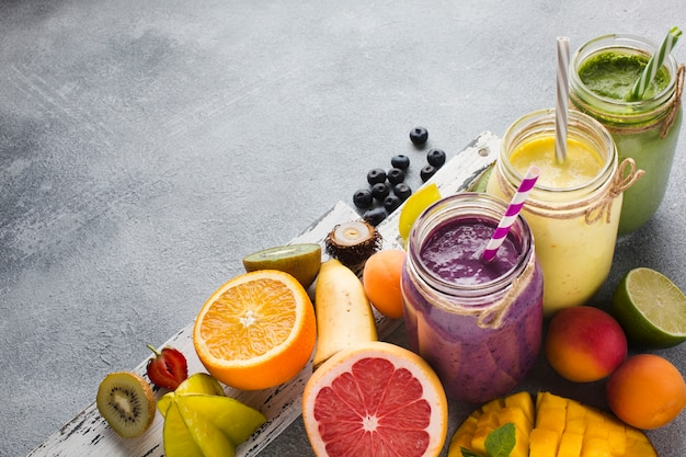 Healthy smoothie jars with fruit Premium Photo