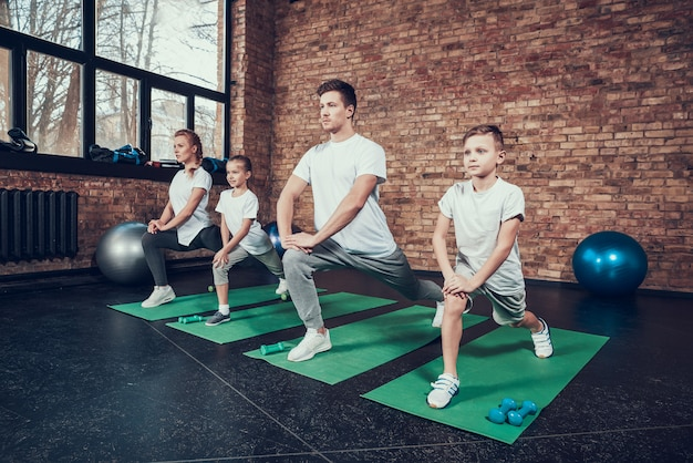 Healthy sports people exercise in the gym. Premium Photo
