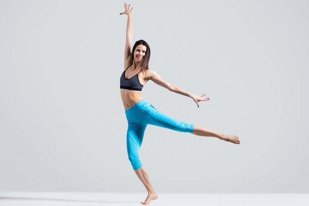 Healthy woman showing a performance Free Photo