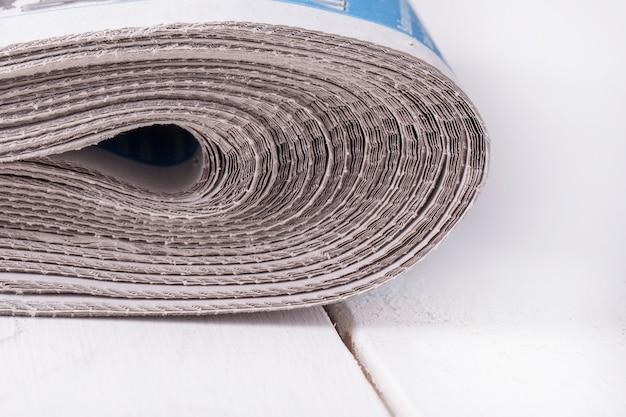Куча сложенных газет Premium Фотографии