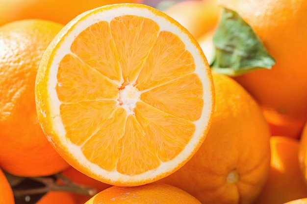 Heap of ripe organic oranges at farmers market. Premium Photo